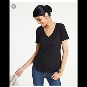 NWT Ann Taylor Pima cotton vneck T-shirt sz med